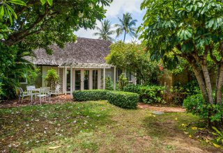 Charming Kahala Home with Golf Course Views