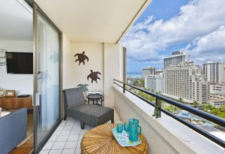Professionally Designed & Renovated Condo, Waikiki Skytower