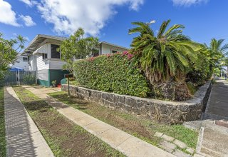 Multi-Family Living or Investment Opportunity - Great Moiliili Location