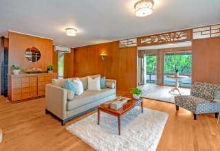 Charming Aina Haina Home with Large Yard