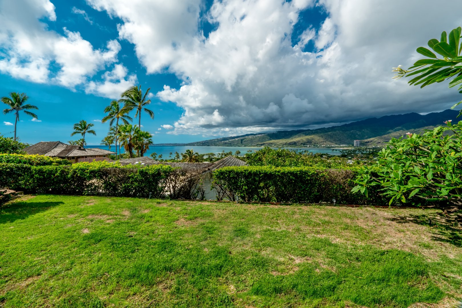 makaweli singles Prime single level four bedroom three bath makaweli street residence perfectly situated for enjoying the stunning diamond head, ocean and mountain views and capturing evening sunsets and cool tradewinds large lot of over 10,000 sq ft with room for a pool.