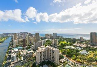 Waikiki Penthouse with Great Views & Walking Distance to Beach - Hawaiian Monarch PH603