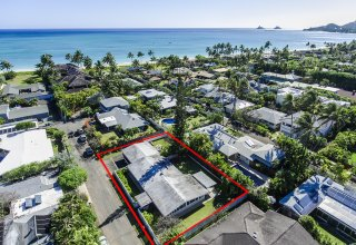 572 N. Kalaheo Ave  Great Kailua Location with Gated Beach Access - 3 Lots from Beach