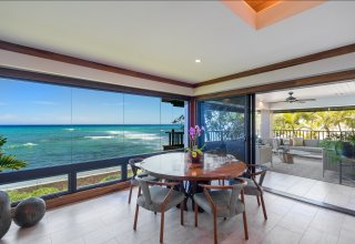 Rare Oceanfront Townhome in Prestigious Diamond Head