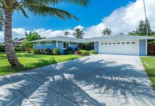 Amazing Remodeled Kailua Home - Walk to Beach