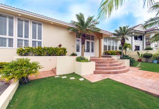 Elegant Immaculate Home in Waialae Iki Gated Community
