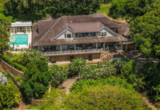 Diamond Head Crown Jewel on 28,962 SF Lot