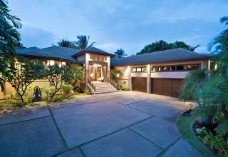 Impeccable Custom Kahala Avenue Estate - Close to Ocean