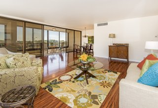 Kahala 3-Bedroom Condo Next Door to Mall & Minutes to Beach