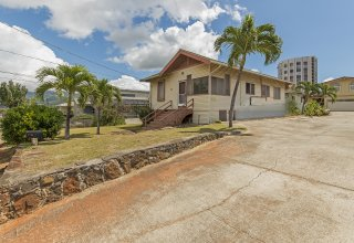 Classic Kaimuki - Convenient Location near Waialae Ave