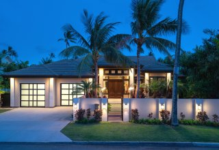 Single-Level Custom Kahala Home 1 Block to Beach