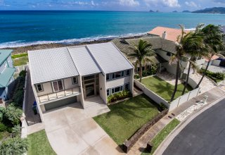 Oceanfront Kaimanalino Remodeled 6-Bedroom Home