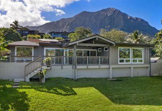Gorgeous Remodeled Maunawili Estates Home